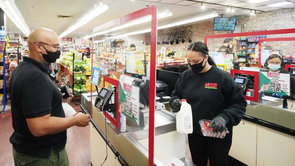 Grocery workers morale hits all-time low amid COVID-19 lockdown