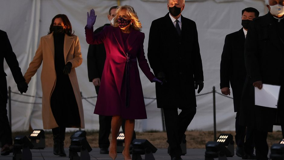 US cities take part in COVID-19 memorial on eve of inauguration
