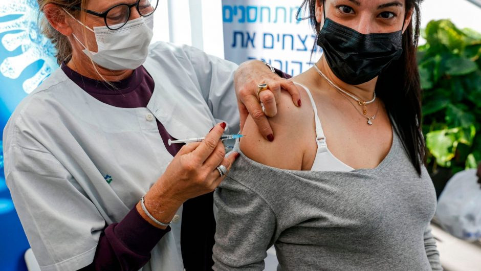 Most pregnant women globally say they would get the COVID-19 vaccine, but American moms-to-be are hesitant